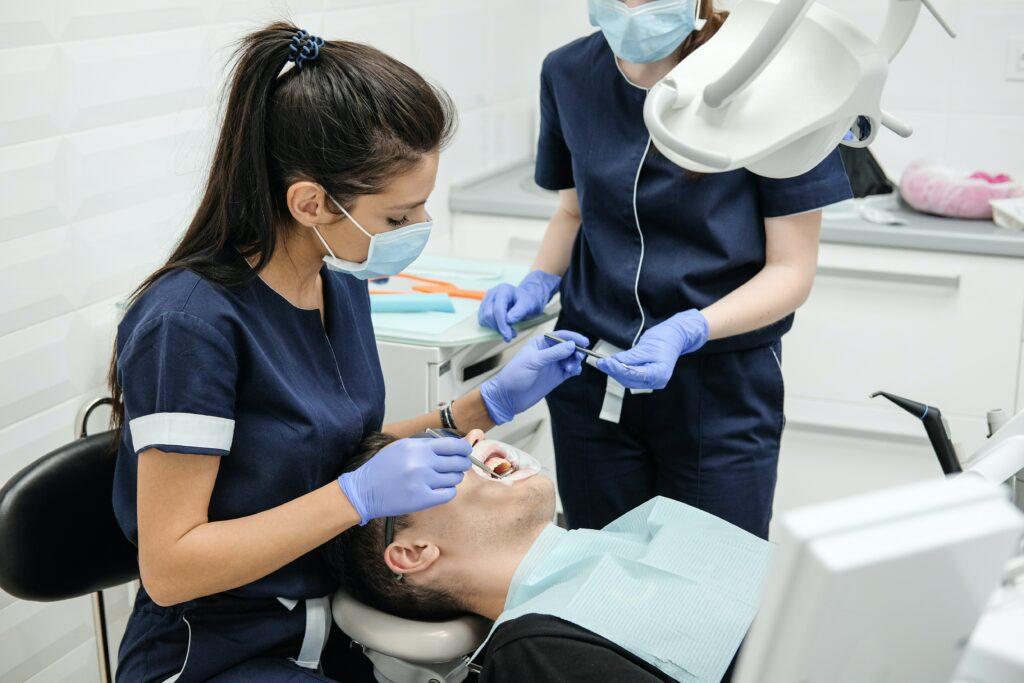 Zahnärztliche Behandlung